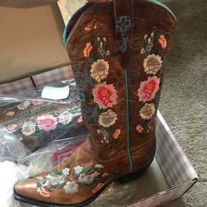 Macie Bean Embroidered Cowgirl Boots Size 8